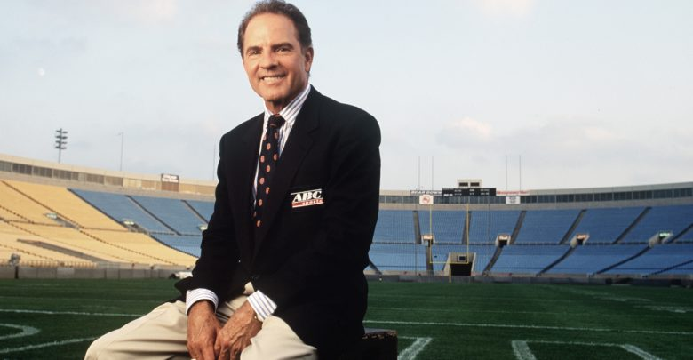 Photo of Legendary ABC Sports Commentator and Hall of Famer Frank Gifford dies at 84