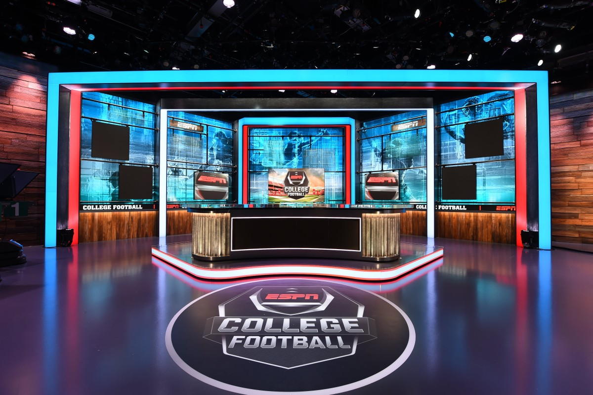 Espn Debuts Redesigned Studio For Abc College Football